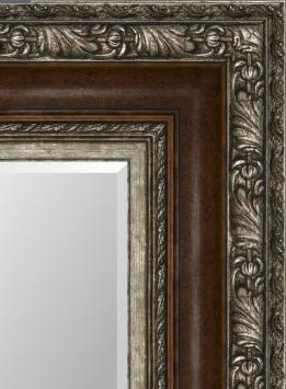 Настенное зеркало в деревянной раме Классическое