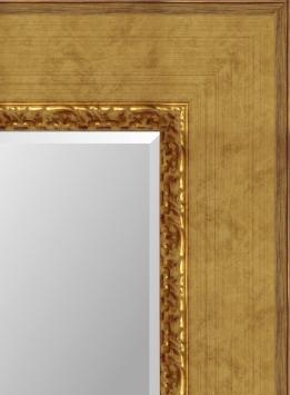 Настенное зеркало в деревянной раме Виола